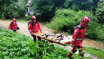 Spasioci Crvenog krsta u poplavama